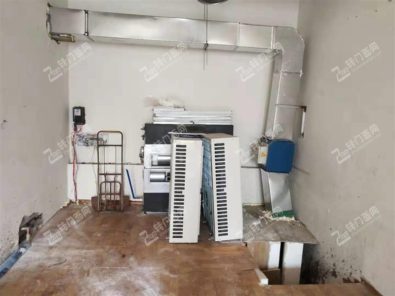 W九龙坡区杨家坪空置门面出租!